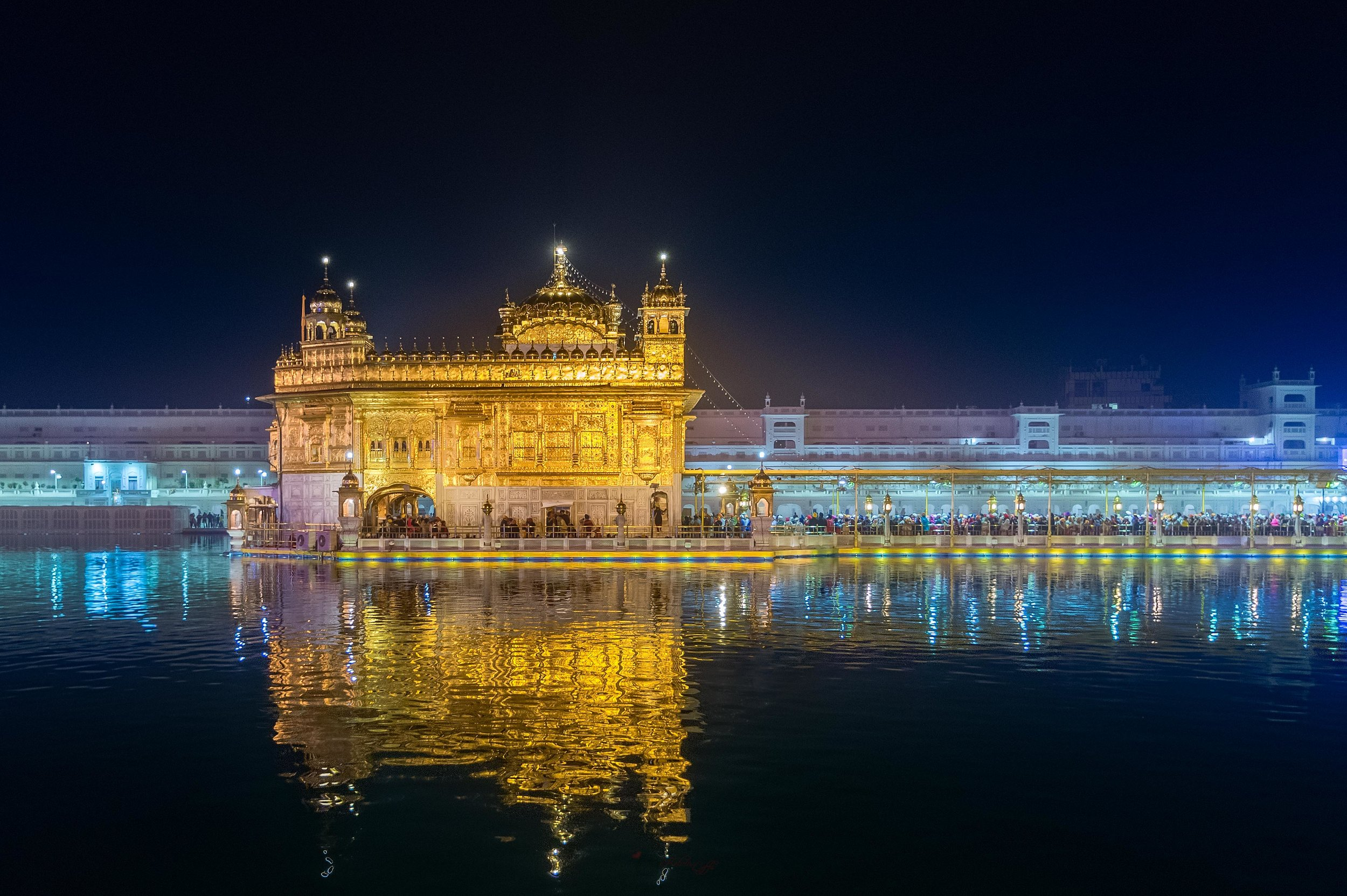 The first sight which caught my eye the moment i stepped into the Temple. I just can't take my eyes away from it. The Harmandir Sahib (The abode of God) floating on top of the Amrit Sarovar (sacred pool).