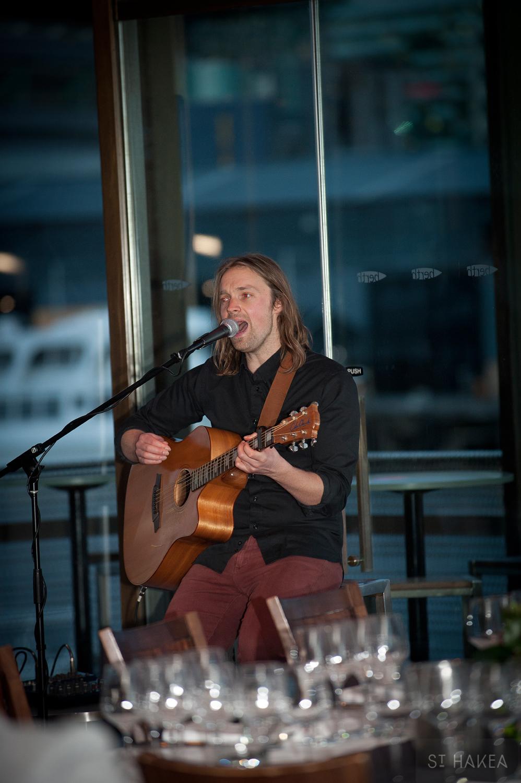 8. Acoustic guitarist, Tom Kline.jpg
