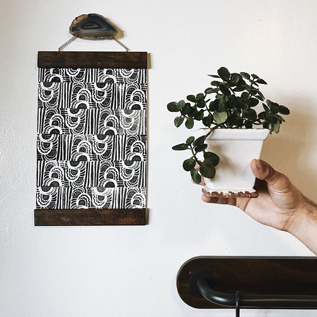 Why yes, that is my husband's hand holding up a random houseplant. Because when I when to photograph this print, it needed a touch of greenery. So, I called him over and in my sweetest voice, batting my lashes, asked him to please hold up the plant while I get a decent photo. What a supportive man he is. 😏 ⠀⠀⠀⠀⠀⠀⠀⠀⠀ Anywhooo... currently posted in stories are some items up for grabs, including this print here. I mentioned in my last post and in stories how much I hurt for the communities in Ventura County. A portion of profits from the items that sell this weekend and the entire holiday season will be going to both @everytown (supporting gun safety) and any way I can try to support those impacted by the recent fires. 🖤 ⠀⠀⠀⠀⠀⠀⠀⠀⠀ . . . . #peopleoverpromotion #findingyourfearless #crushyourfears #liveauthentic #solovelysofree #youbelong #mybeautifulmess #youareenough #presentoverperfect #bedeeplyrooted #dearwomanmovement #creativityfound #mentalhealth #whatyoudontsee #breakthepattern #communityovercompetition #makersmovement #creativecommunity #risingtidesociety #contentcreators #dreamersanddoers #howyouglow #thisisnewsong #learningselflove #womenempoweringwomen
