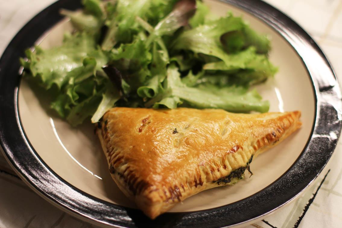 Feuilletes Epinards Feta Pignons  |  www.theflyingflour.com