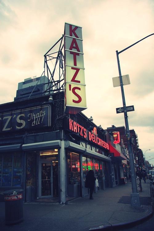 Katz Delicatessen, New-York   www.theflyingflour.com