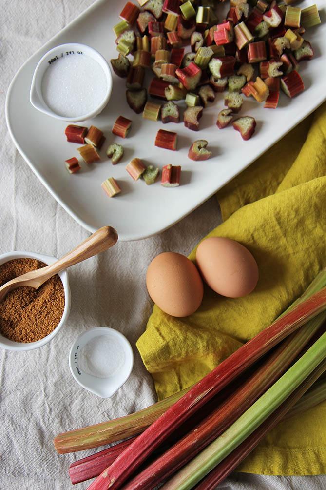 Muffins rhubarbe   www.theflyingflour.com