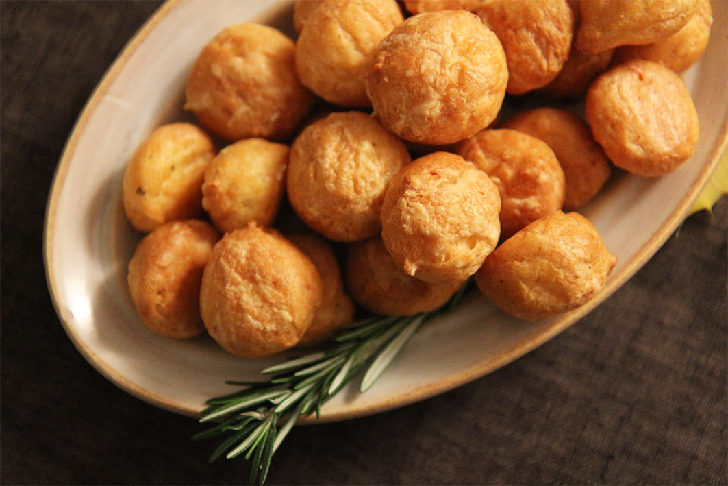 Gougères fromage   www.theflyingflour.com