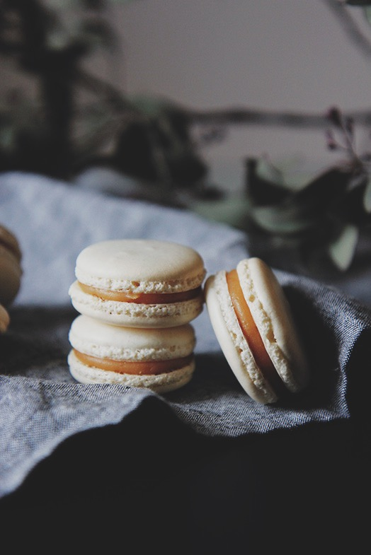 Macaron caramel breton | www.theflyingflour.com