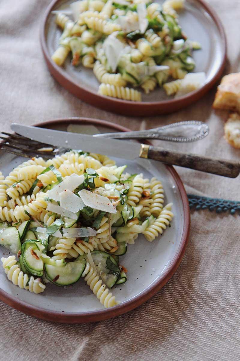 Salade_courgette_fusilli_parmesan_amandes_the_flying_flour