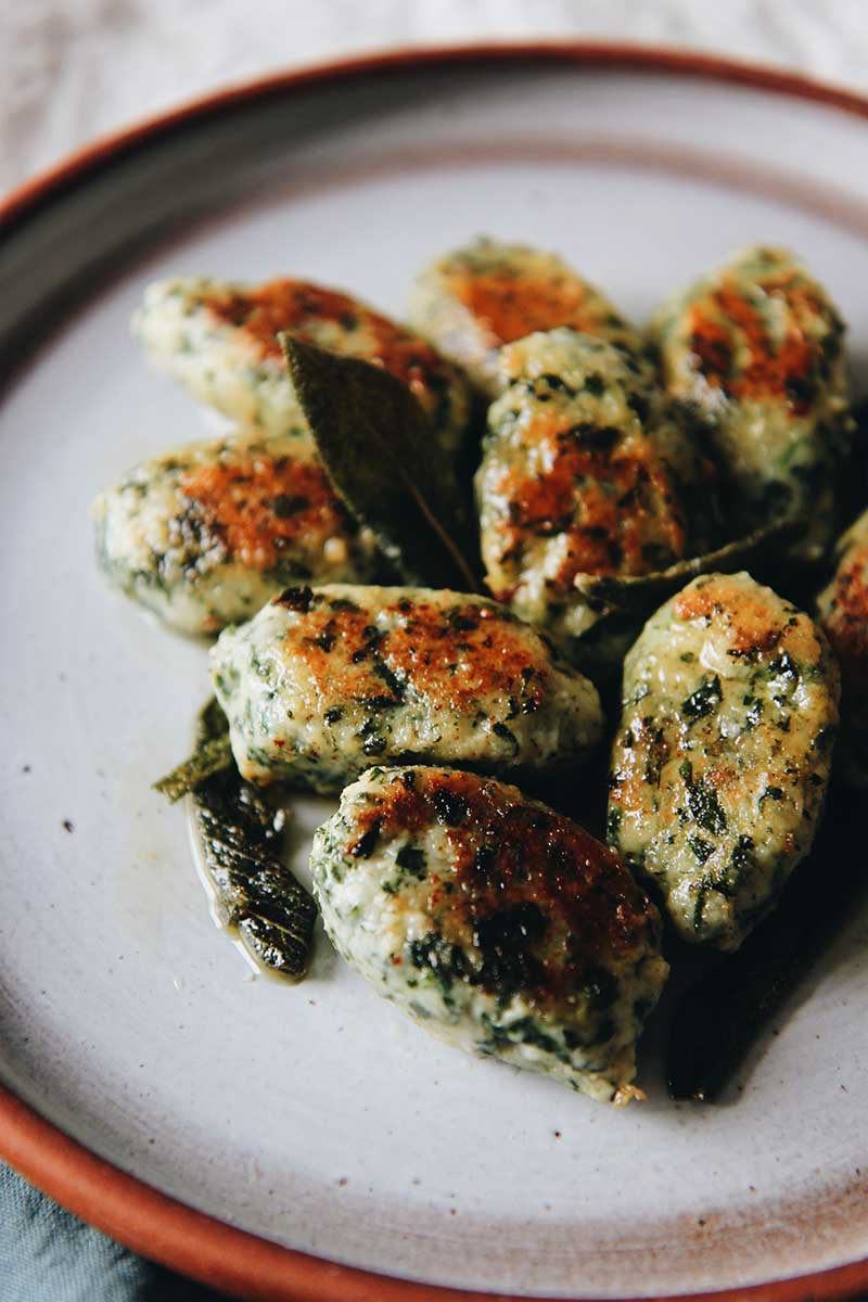 Gnudi épinards, ricotta et beurre de sauge © The Flying Flour