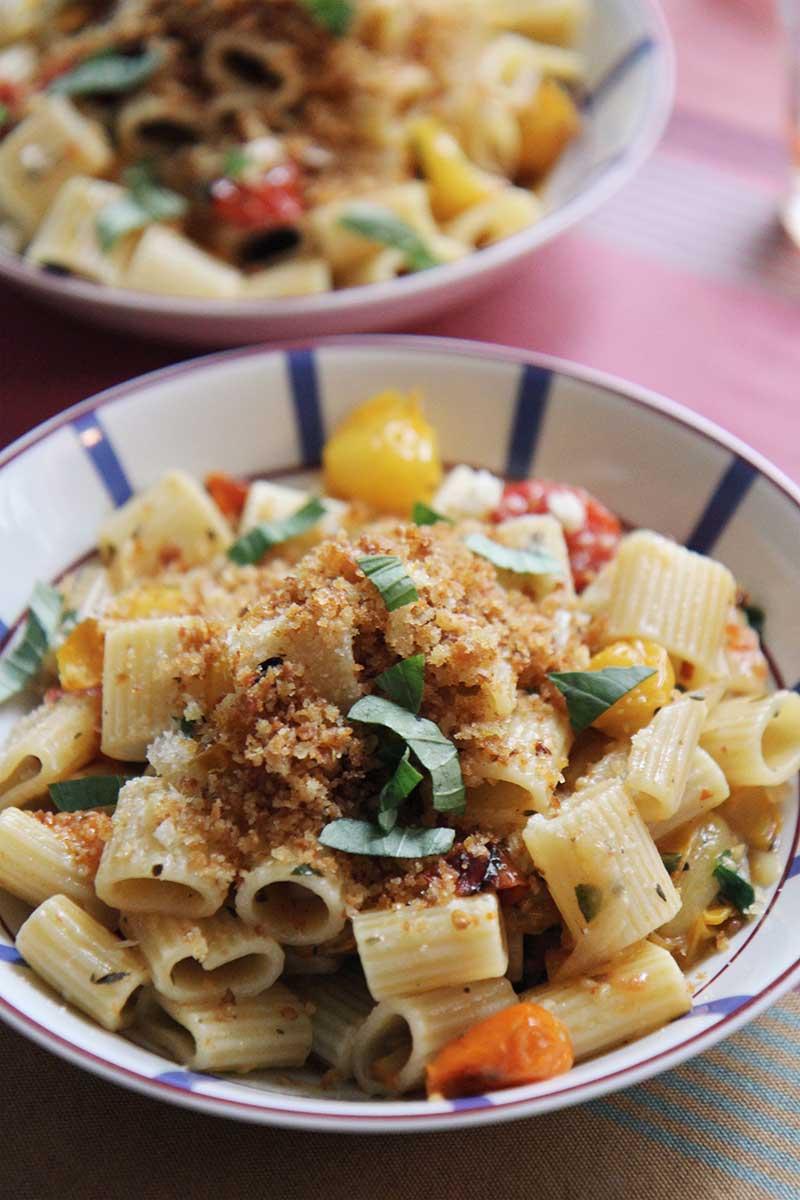 Rigatoni, tomates confites, miettes citronnées ©TheFlyingFlour