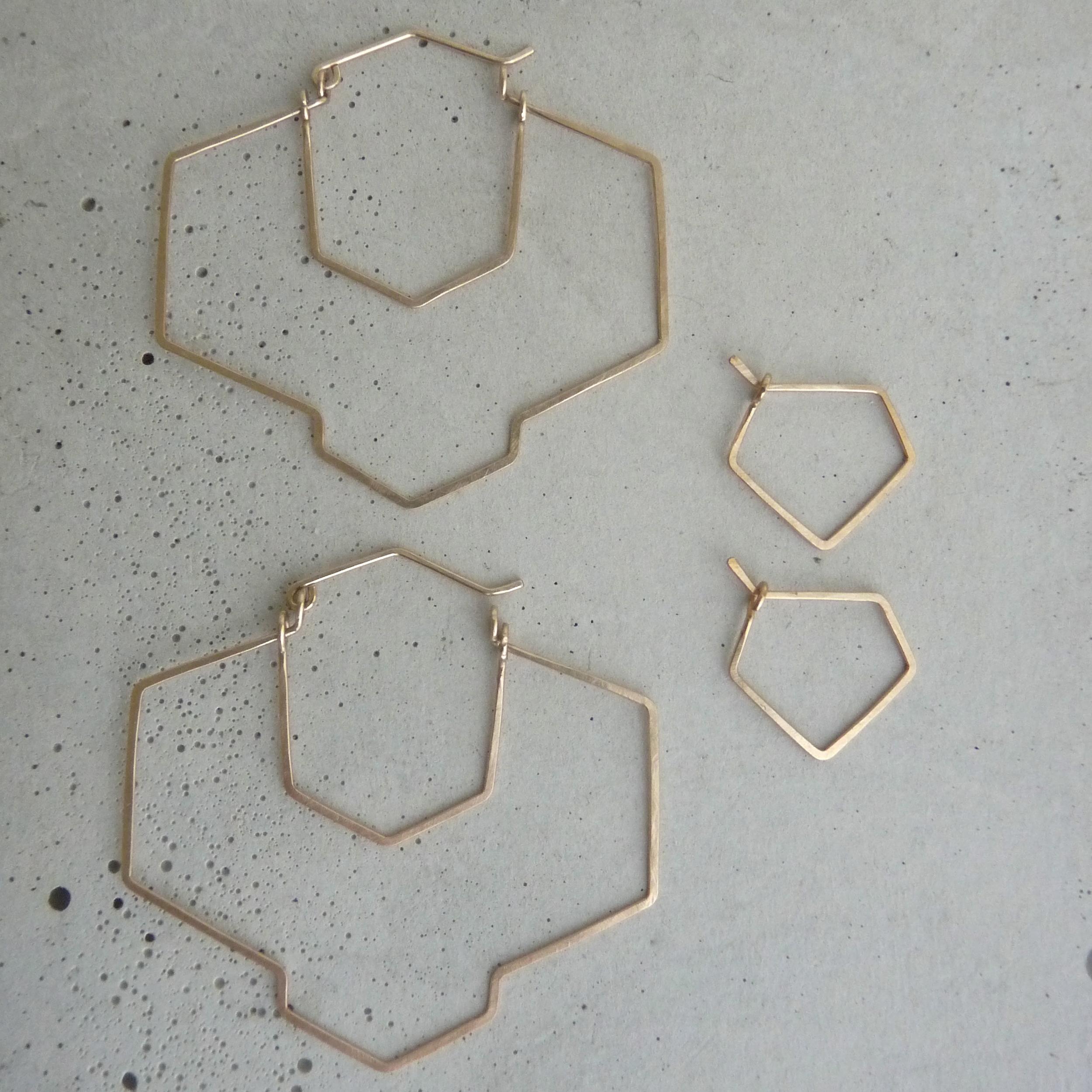 New Refined Basics, geometric hoop earrings, large gold hoops, big gold hoops, hammered hoop earrings, 2014 shifting seasons