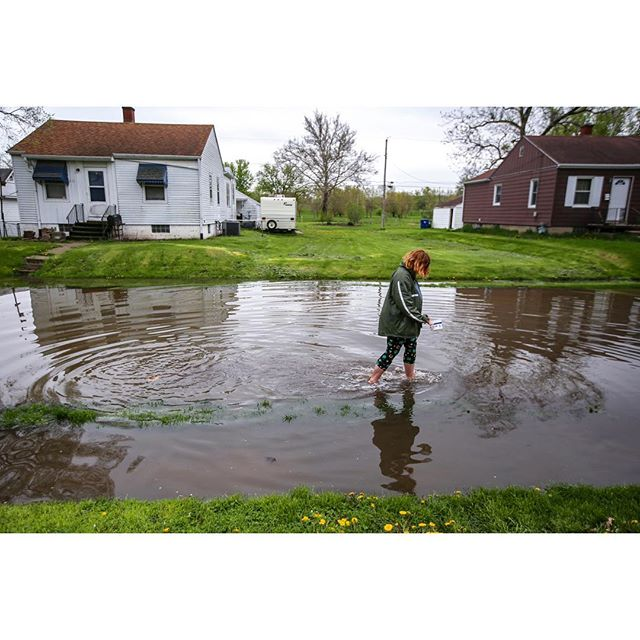 Residents in Davenport's Garden Addition prepare for a potential levee break as water rises in the neighborhood, Wednesday, May 1, 2019. The Garden Addition was among the worst affected residential areas during the then record setting floods of 1993. The City of Davenport has since purchased and demolished over 80 flood-prone homes in the area causing a feeling of desolation to some remaining residents. Shortly before noon Thursday, the Mississippi River reached 22.64 feet, setting a new all-time high flood level in the Quad-City area. #onassignment for @qctimes #photojournalism #floodcoverage #flood2019 #flooding #mississippiriver #mississippiflooding #floodwaters
