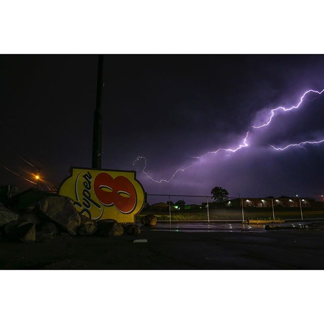 I really appreciated the @super8 sign laying in the parking lot much more with tonight's light show.