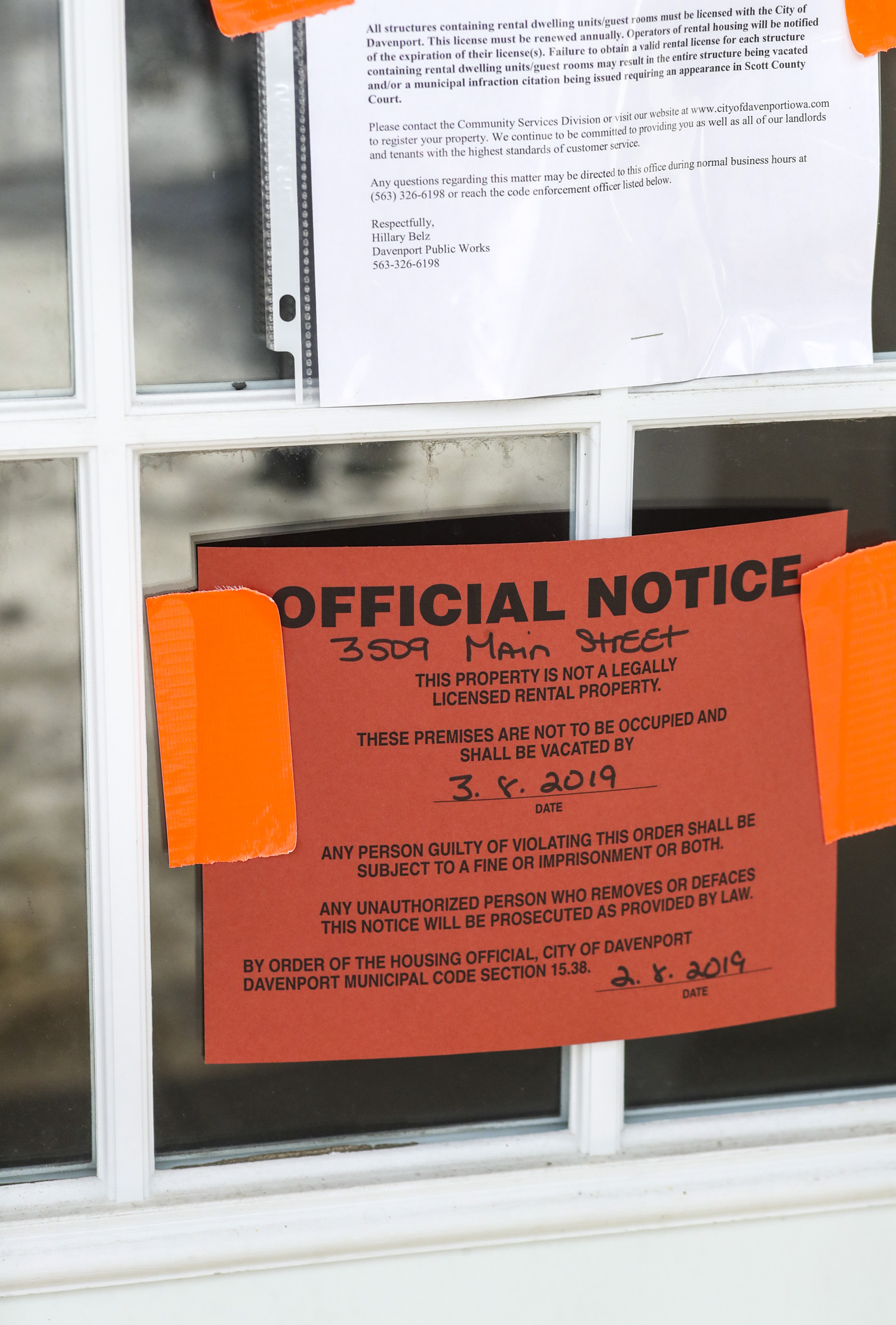 An official vacation notice is seen on the front door of one of the Yorktowne Apartments buildings in Davenport, Wednesday, March 6, 2019.