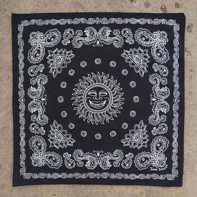 Many ways to wear the subtly-psychedelic 'Sunshine Paisley' bandana!! // ✌️😊❤️ // These new bandana's are available at the link in my profile!! // Thanks to @blairespeakerstudio for taking my doodle chunks and arranging them into this badass design!! 🙏🙏