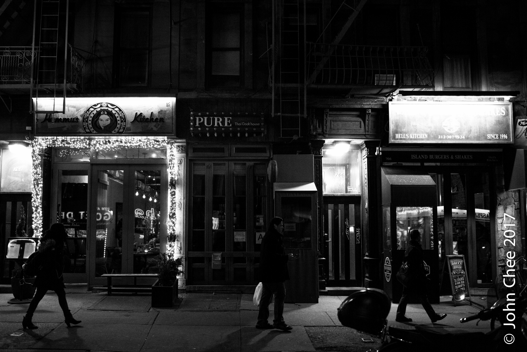 The popular Pure Thai (Hell's Kitchen) went dark tonight to show its support for   A Day without Immigrants  .