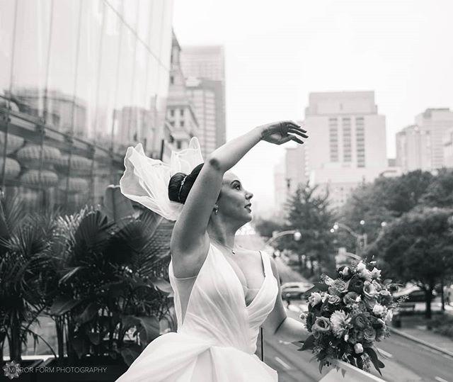A windswept ballet! . . . . 📷 Photographed under contract with Jessica Lauren Studios . . . . . . . #gtaweddings #torontophotographers #weddingportrait #elegant #bnw_greatshot #blackandwhite #monoart #blackandwhitephotography #weddingphotography #veil #weddingfashion #weddinginspo #weddinginspiration #gorgeous #candidweddingphotography #weddinggown