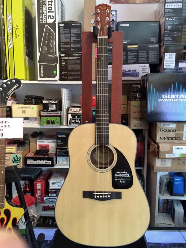 Fender CD-60 Nat 01.jpg