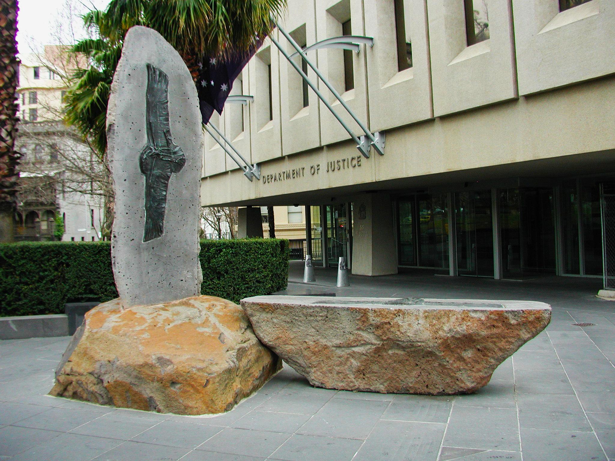 Paul-Blizzard-sculpture.jpg