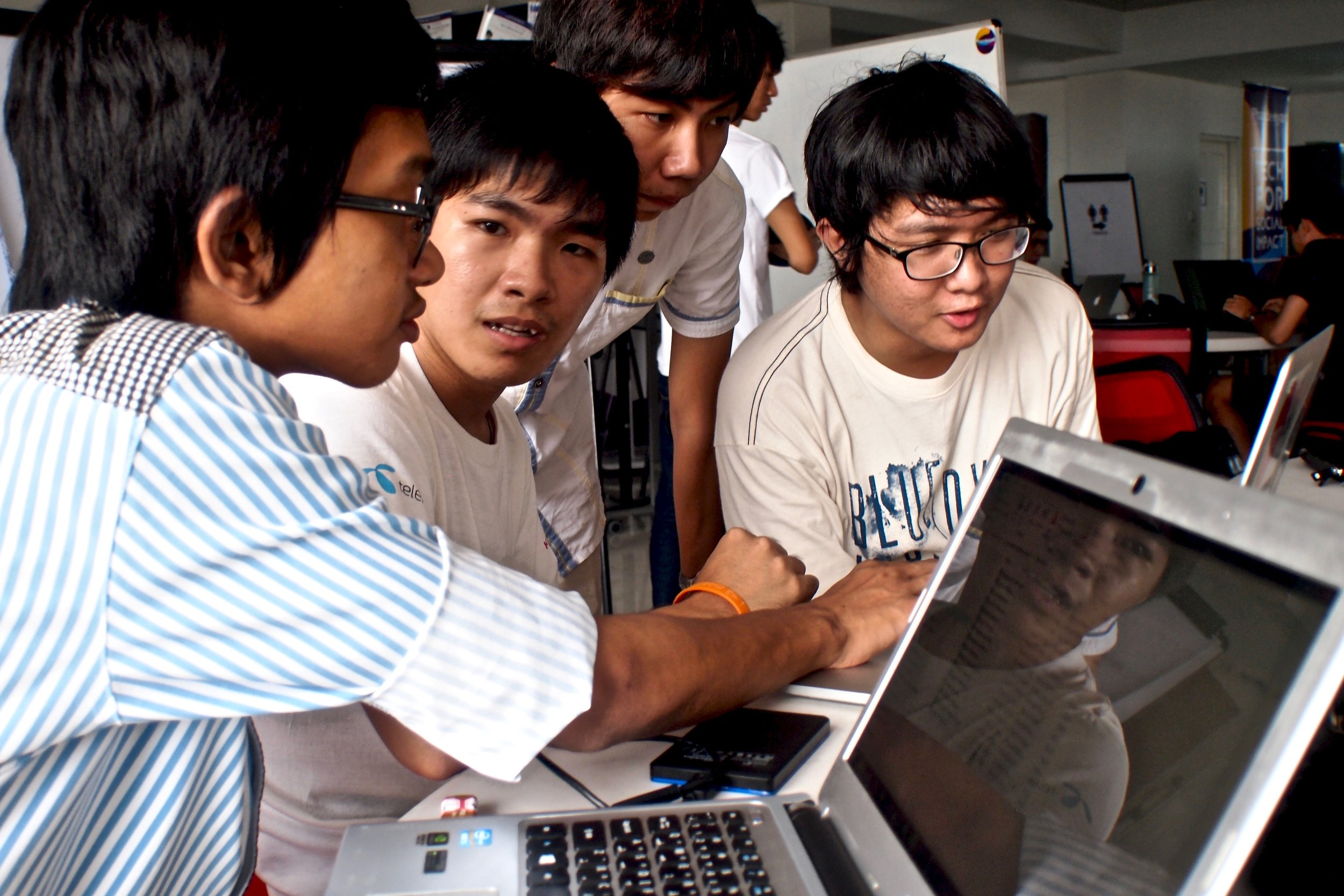 Civil hacking volunteers in Yangon, Myanmar. (C) Remko Tanis