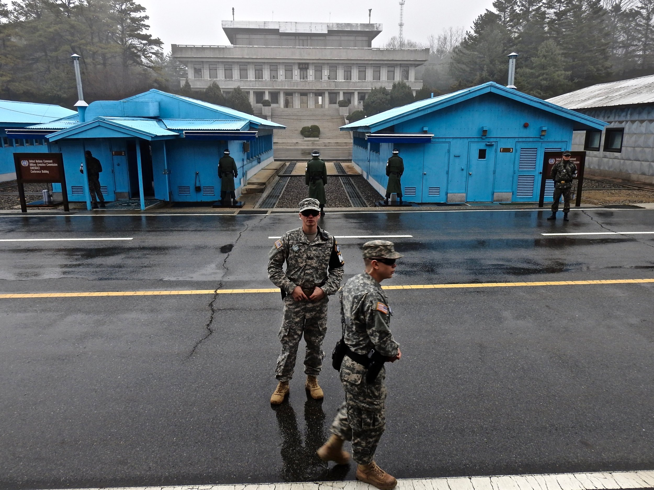 United States military personnel (front) and South Korean soldiers (behind) at the border between North and South Korea. (C) Remko Tanis