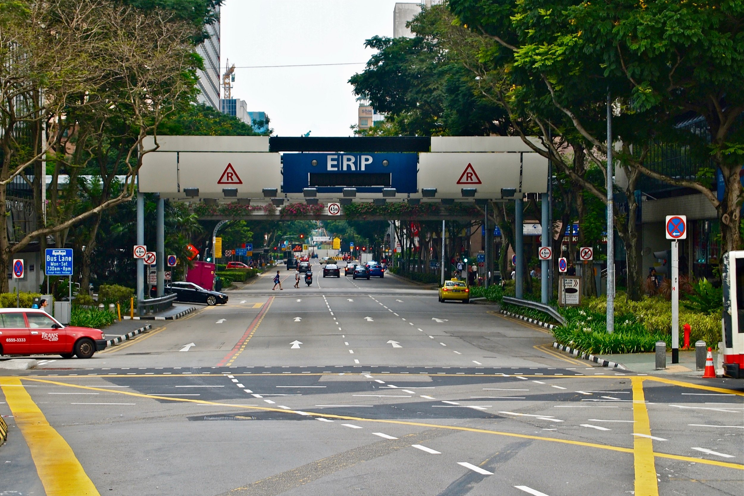 An ERP gantry in downtown Singapore, automatically charging toll from passing vehicles. (C) Remko Tanis