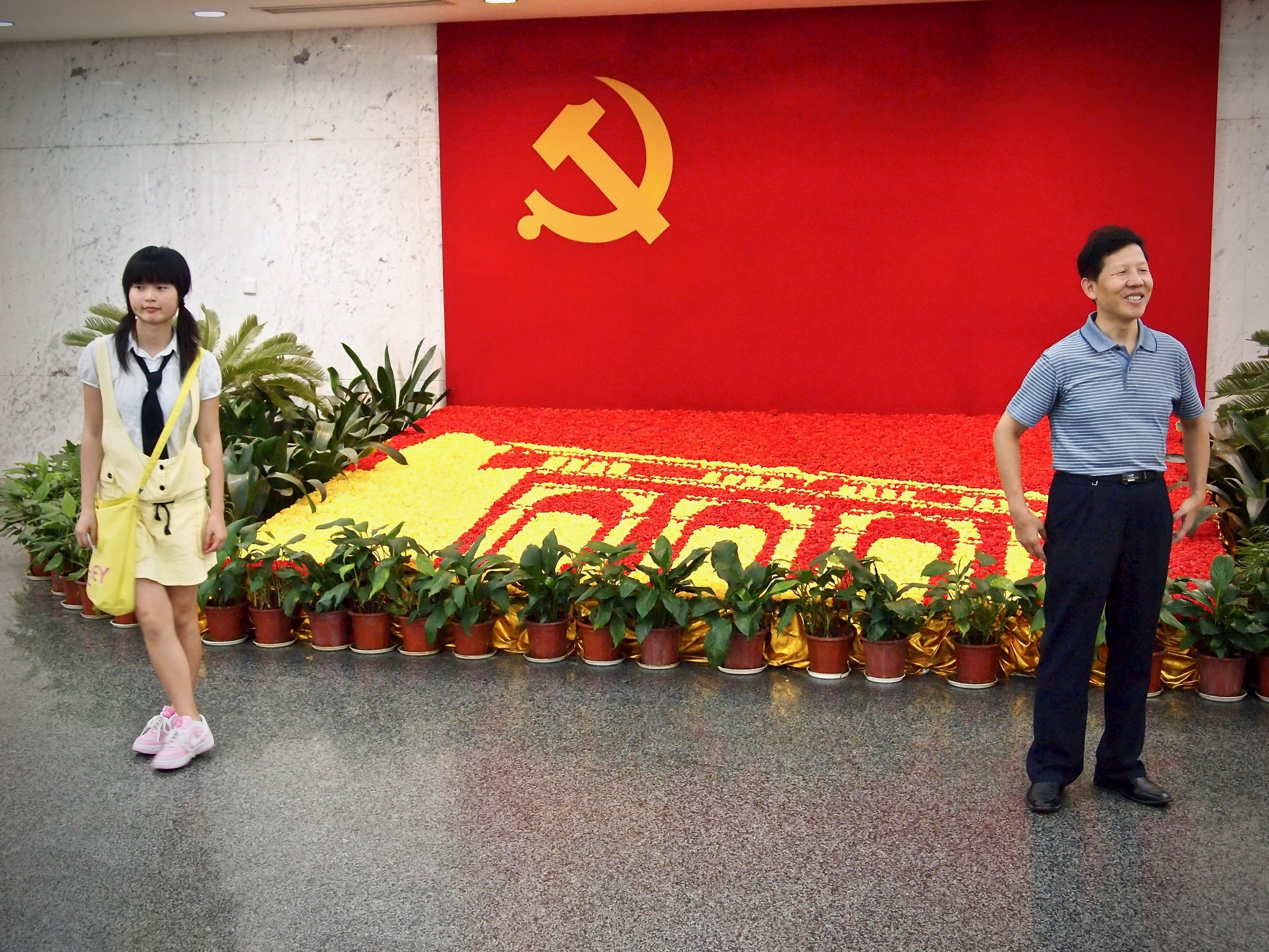 Tourists at the site of the First Congress of the Communist Party of China, in Shanghai. Photo: (C) Remko Tanis