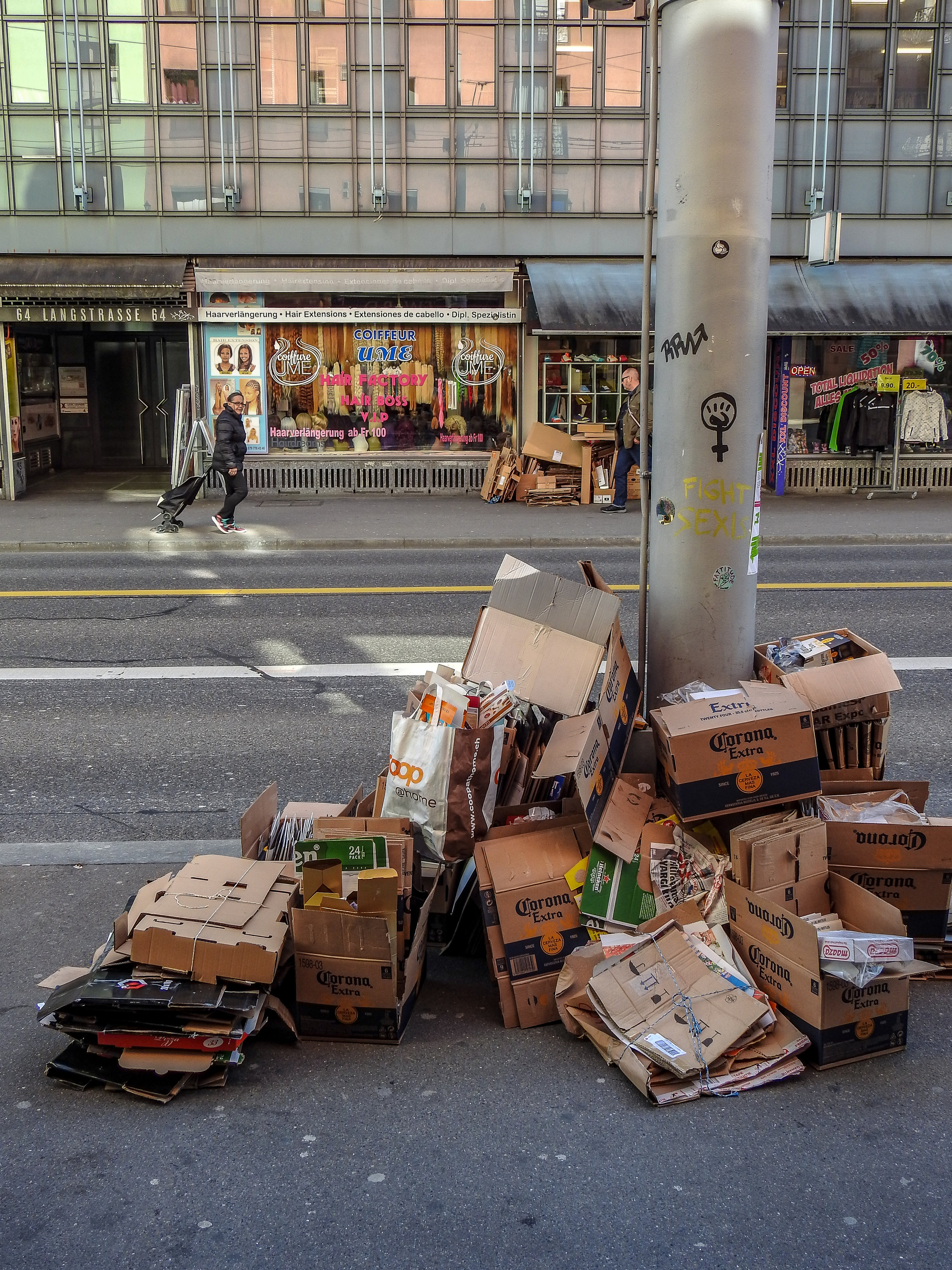 Caught illegally dumping trash? Pay the fine directly in cash and no-one has to know. Photo: (C) Remko Tanis