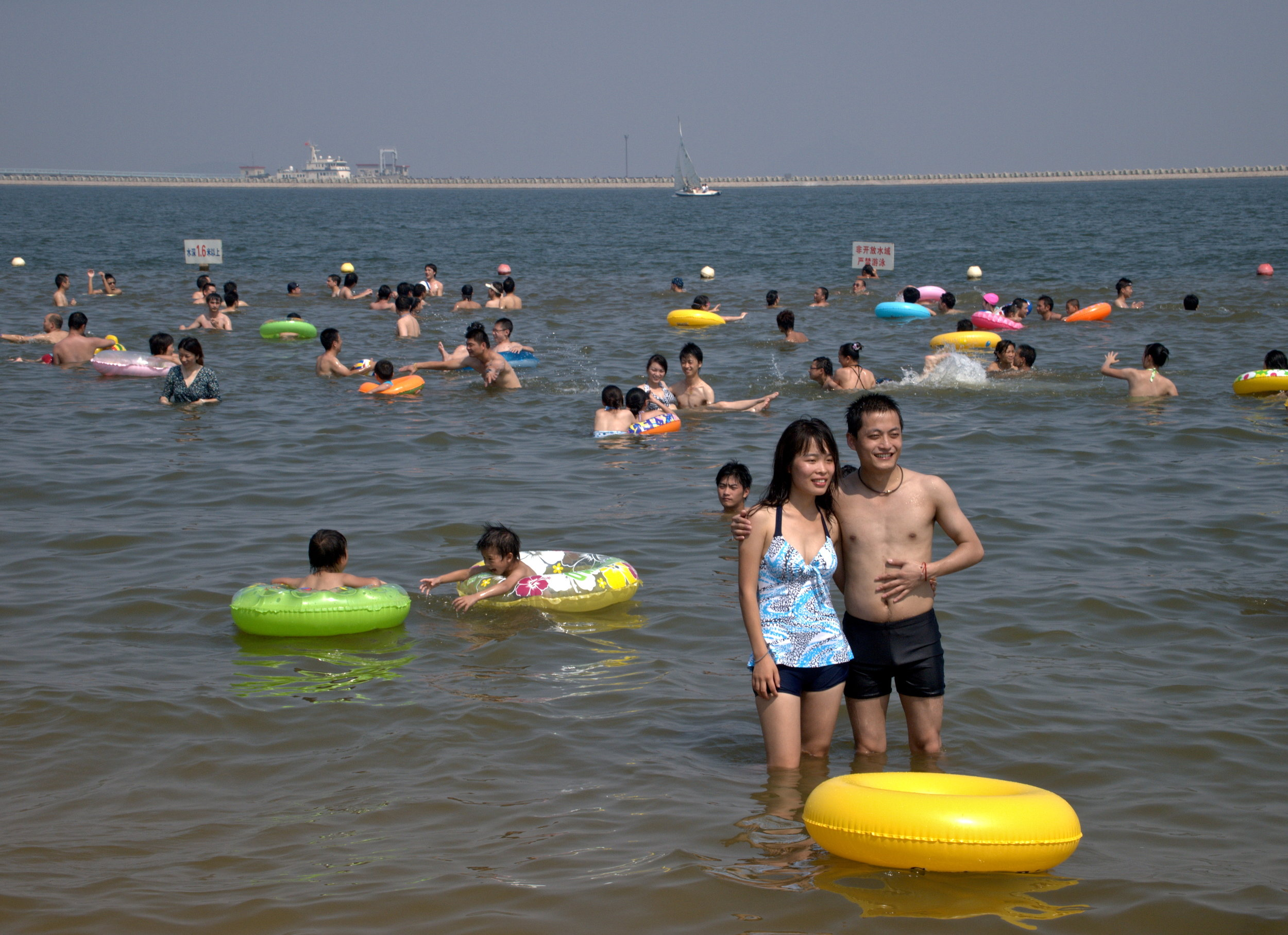 People in the swim section of the Hangzhou Bay at Jinshan City Beach, Shanghai, China. Photo: (C) Remko Tanis