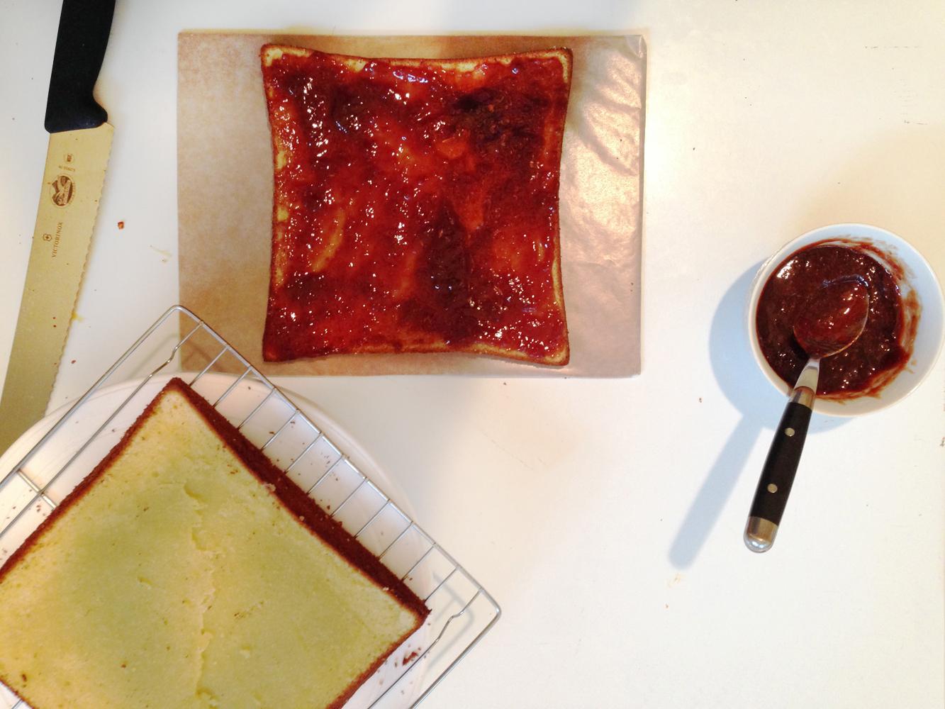 strawberry-lavender schichttorte   roux studio