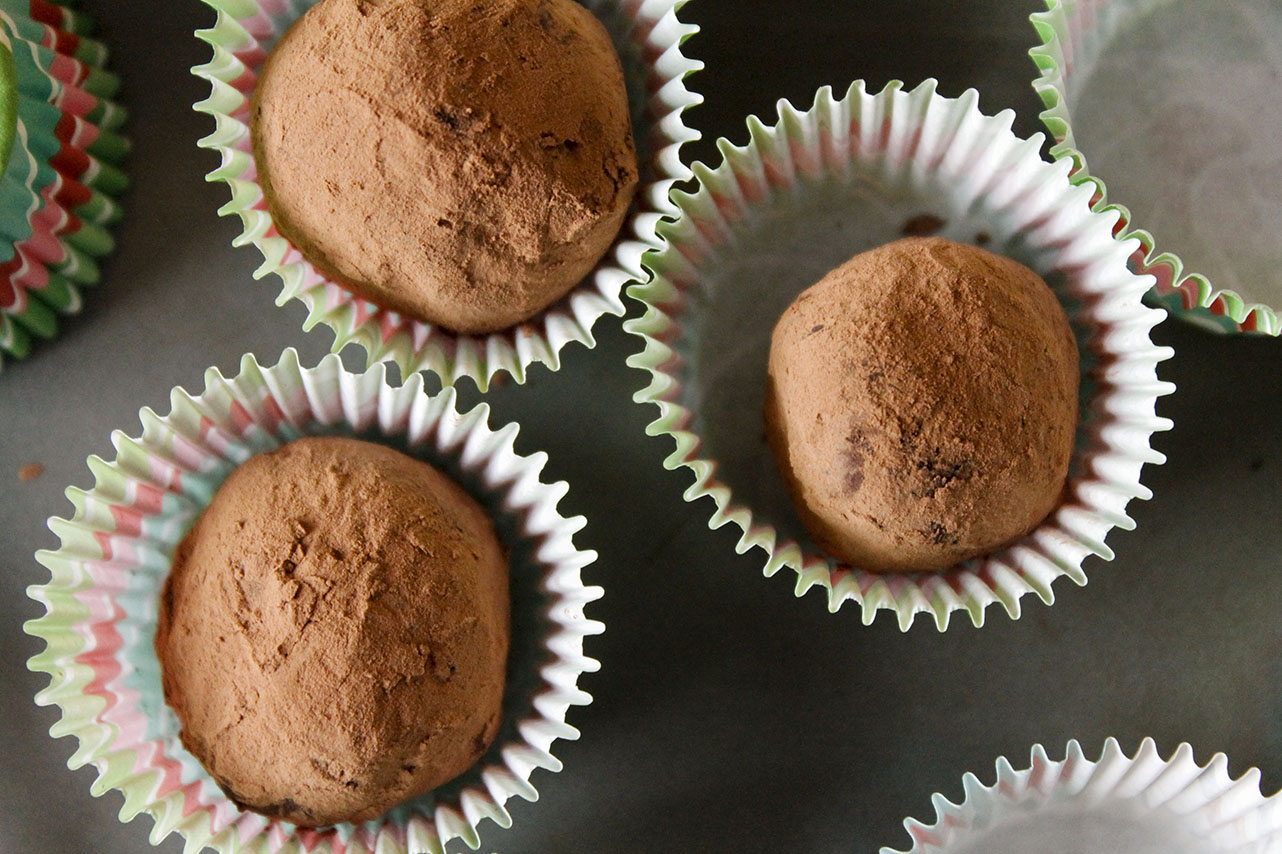 Simple Chocolate Truffles | roux studio
