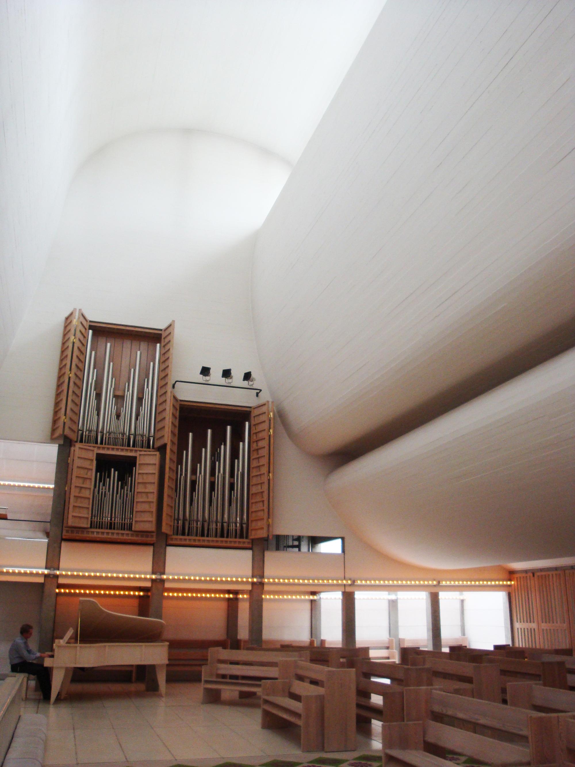 Jørn Utzen's Bagsvœrd Church