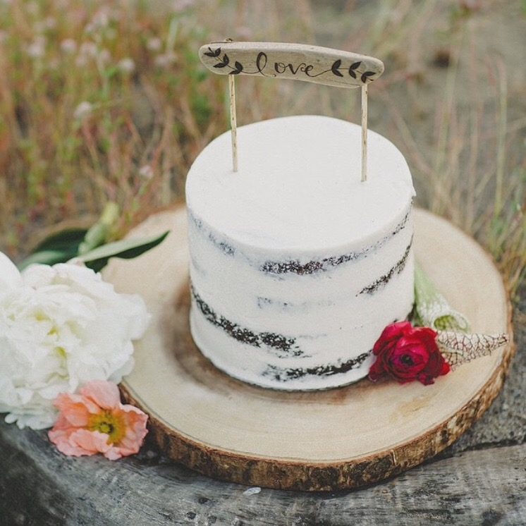 CAKE: DREAM CAKES PDX  DESIGN: ELLI DESIGN STUDIO  CAKE TOPPER: FIR AND FOREST