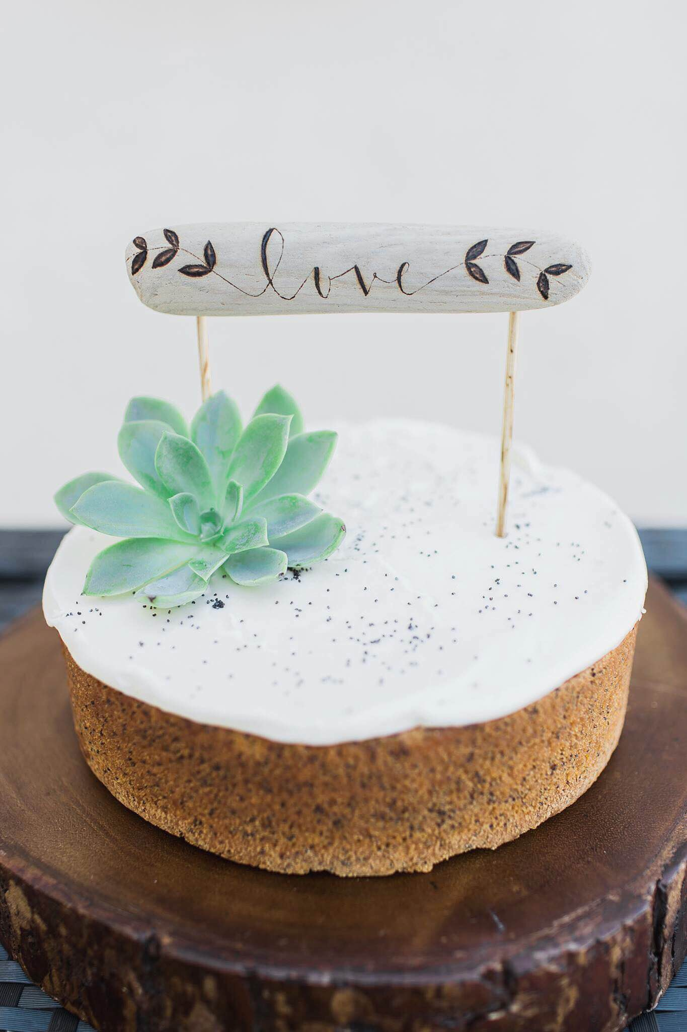 DESIGN & PHOTOGRAPHY: KRISTA MARIE PHOTOGRAPHY  CAKE TOPPER: FIR AND FOREST