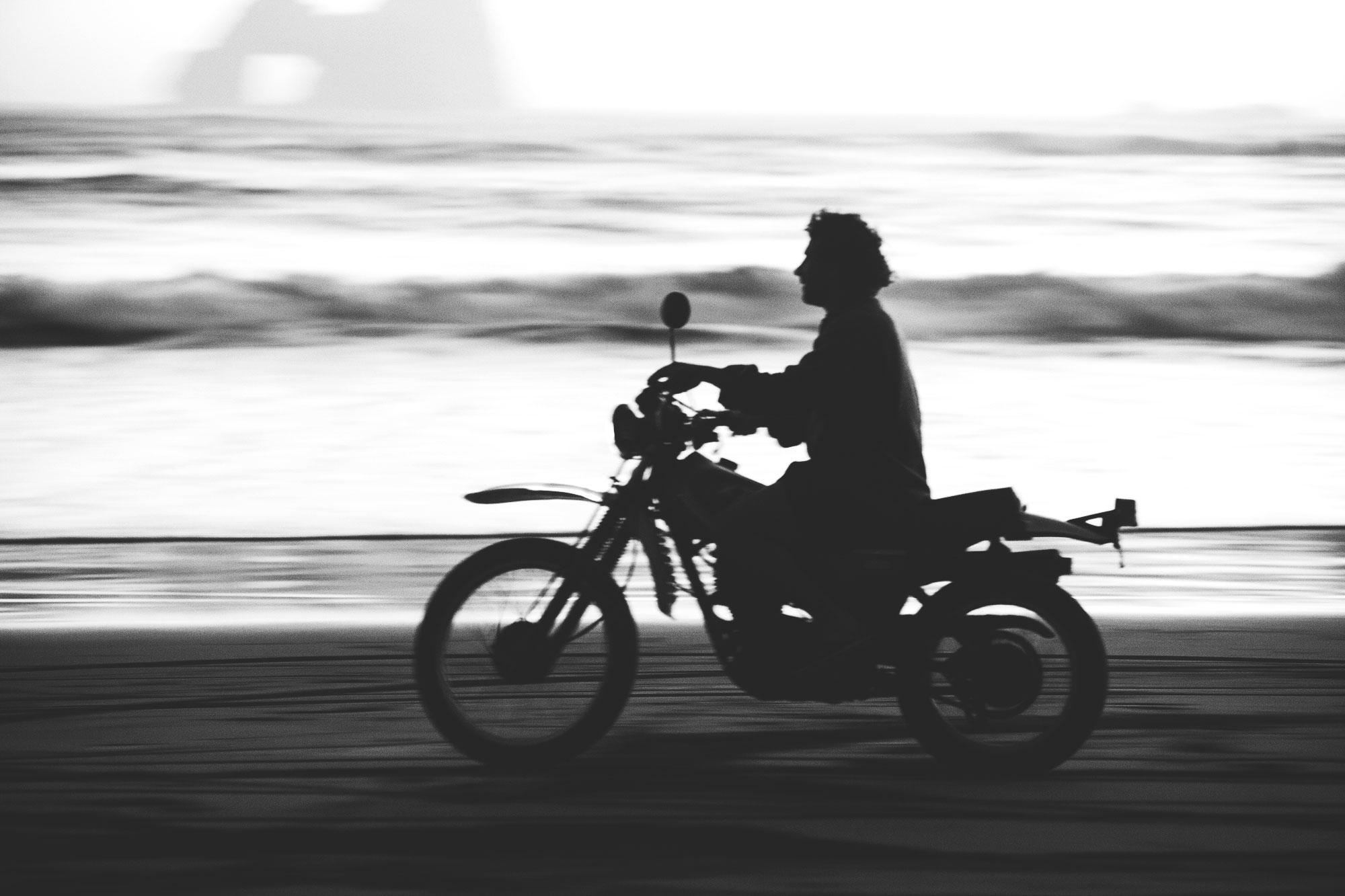 5_patrick_motorbikebeach_bw_web.jpg