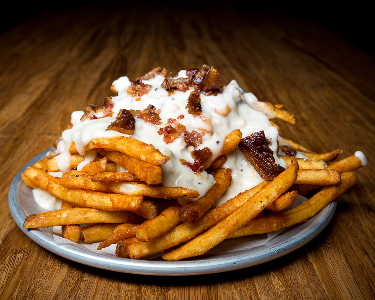 tilted_gravy_fries_10x8.png