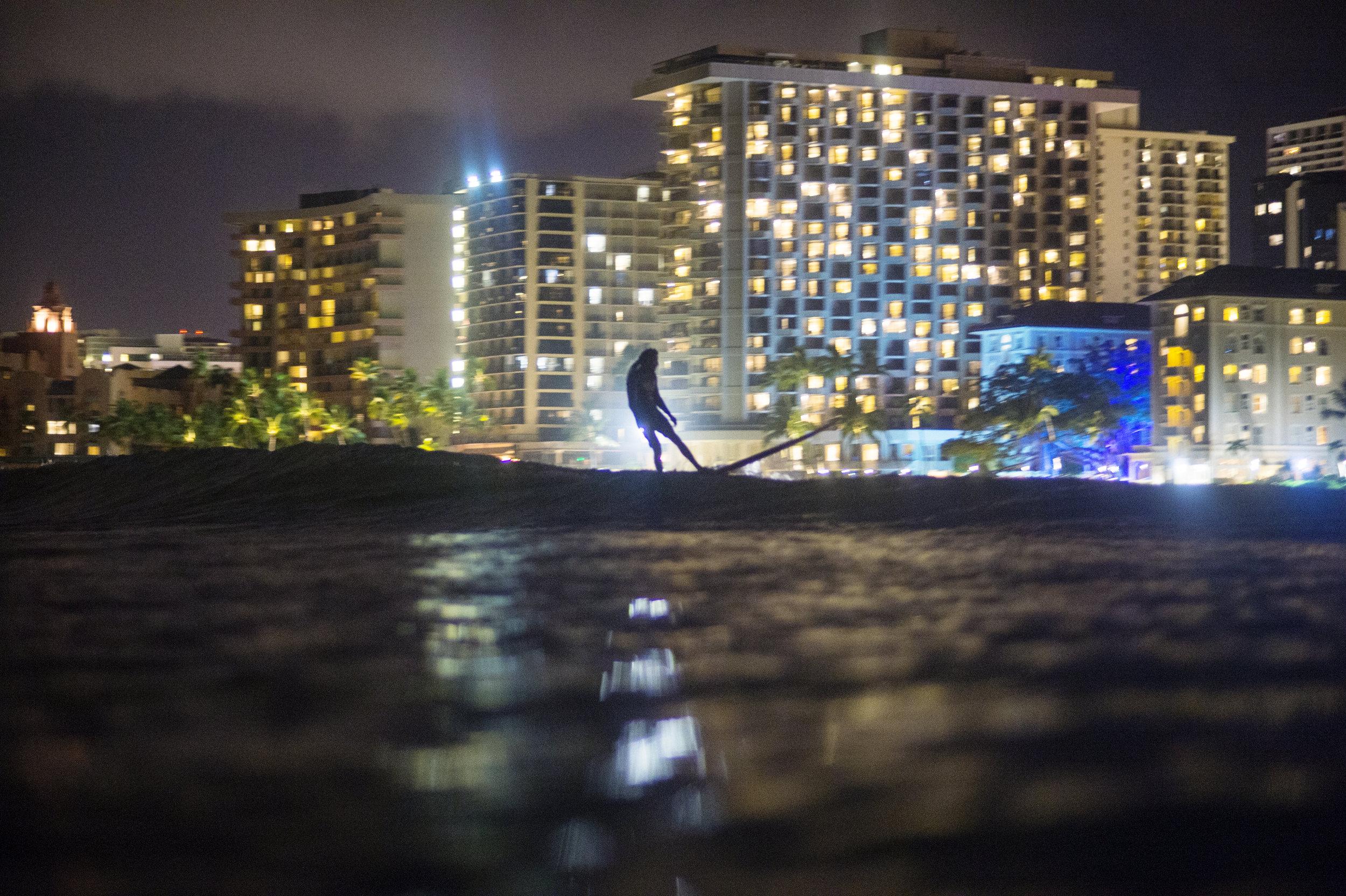 night_surfing_waikiki0015.jpg