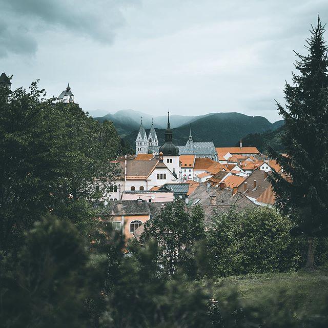 ... Friesach . . . . . . . . . . . #kärnten #wanderlust #mountains #alpinemodern #wonderful_places #letsexplore#travelstoke #exploretocreate #instagoodmyphoto @instagood #ig_countryside #MyAustria #iloveaustria #welcometonature #createexploretakeover #lifeofadventure #clymblife #visitaustria #FeelTheAlps  #bergwelten#passportexpress #travellingthroughtheworld @bergwelten #leicaq2 #leica #compagnonbags #friesach #