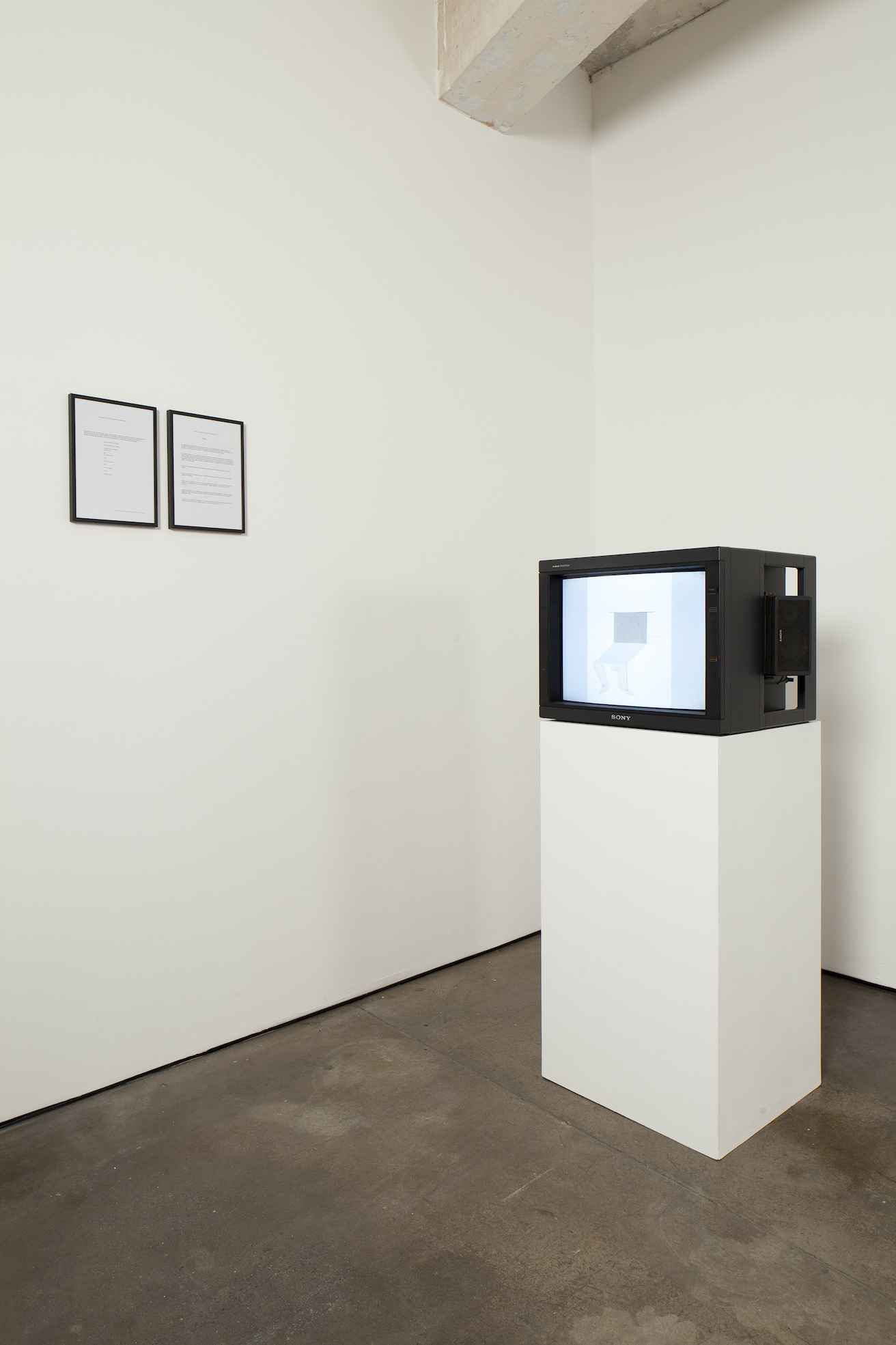 Judith Hopf Contract entre les Hommes et D'Ordinateur 2011 DVD: 03:00 min framed manifest: 29.7 x 21 cm / 11.6 x 8.2 in