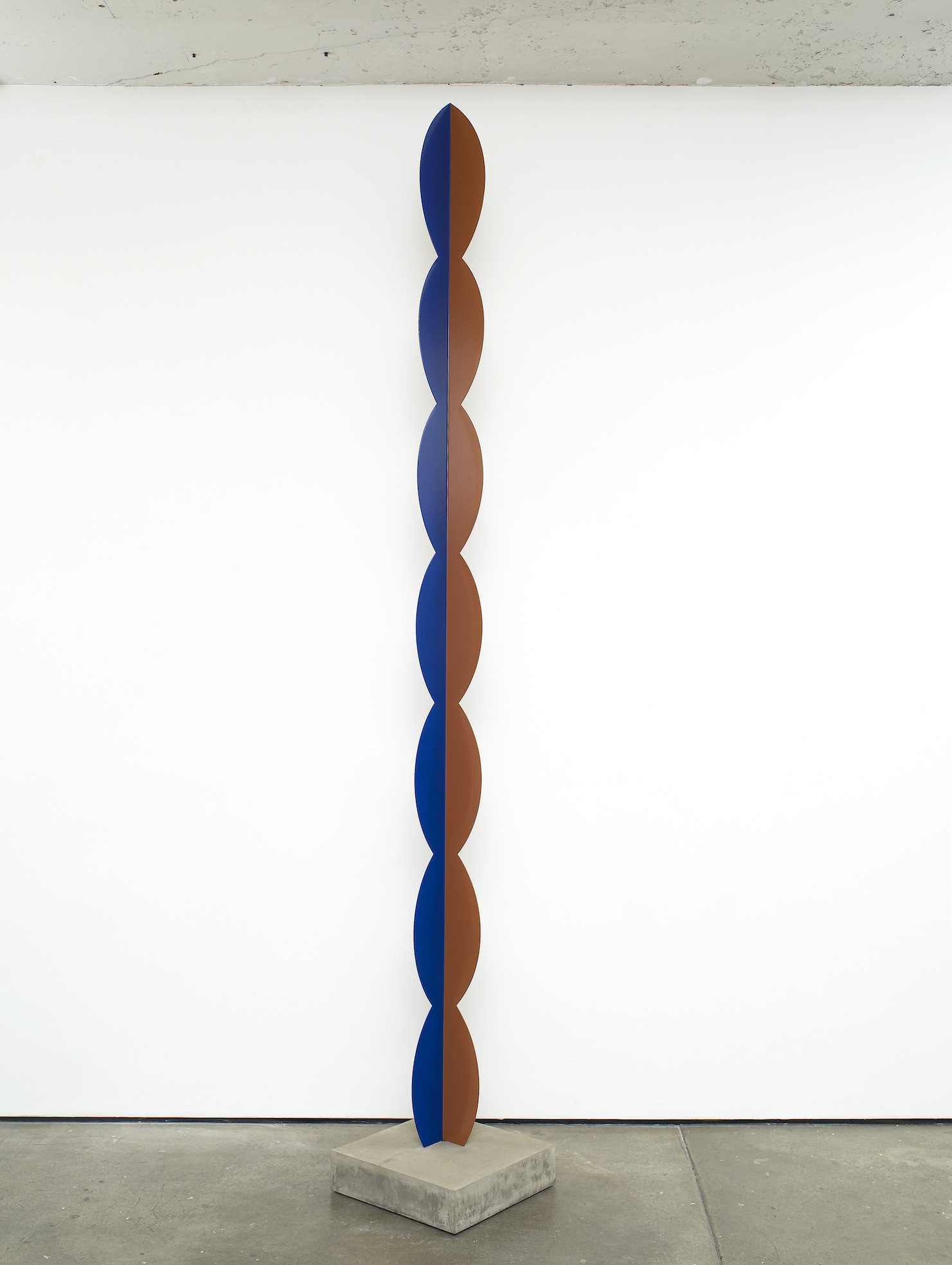 Kusine 2012 Painted steel, concrete 311 x 12 x 12 cm / 122.4 x 4.7 x 4.7 in