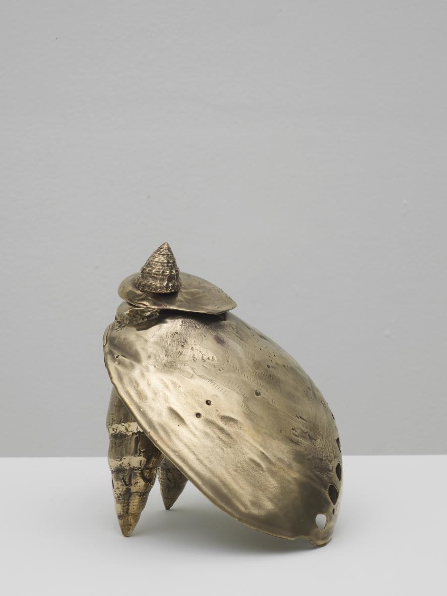 Souvenir 3  2017  Bronze  15 x 15 x 7 cm / 5.9 x 5.9 x 2.6 in