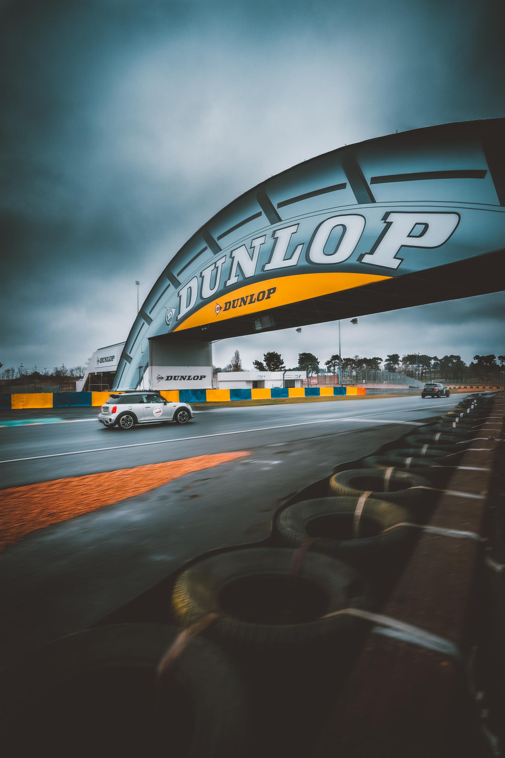 - Pendant 3 jours le weekend du 24 et 25 mars, le circuit du Mans est ouvert au public qui peux venir piloté sur le circuit. Mini France m'a demandé à cette occasion de venir réaliser un reportage