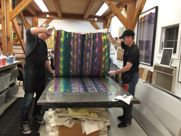 Markus Linnenbrink and James Stroud pulling a monotype from the IHEARDYOULOOKIN(SCHRÄG) (MUDHONEY) project. (1/4)
