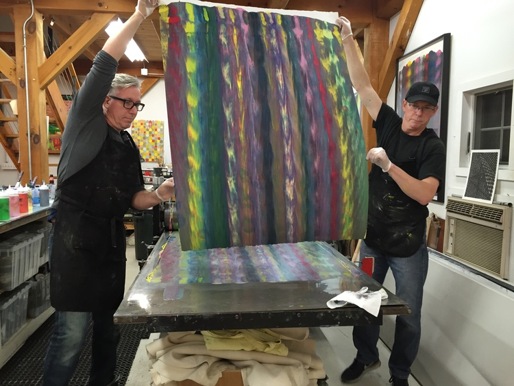 Markus Linnenbrink and James Stroud pulling a monotype from the IHEARDYOULOOKIN(SCHRÄG) (MUDHONEY) project. (4/4)