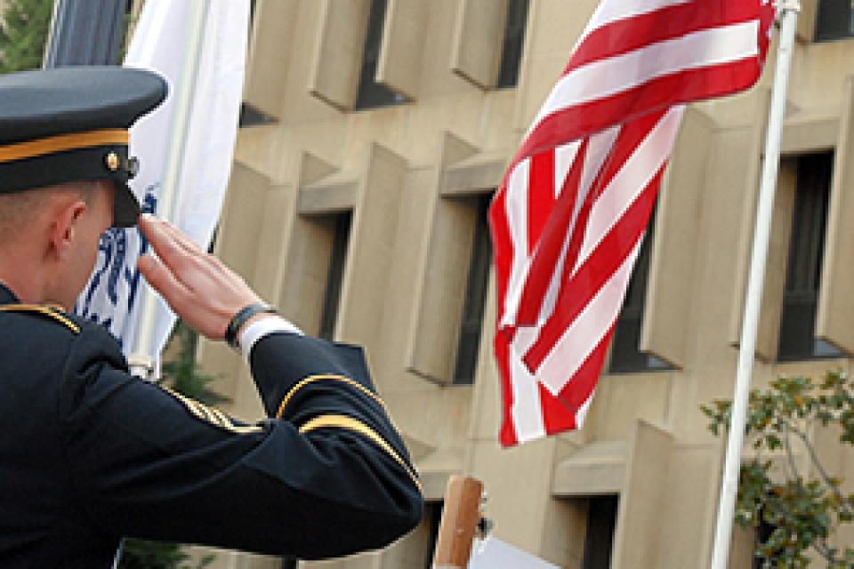 Veterans_Day_2008_DSC_9257_460x200[1].jpg