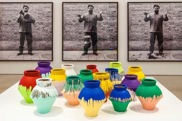 ai-weiwei-doesnt-see-irony-in-smashed-vase-1.jpg