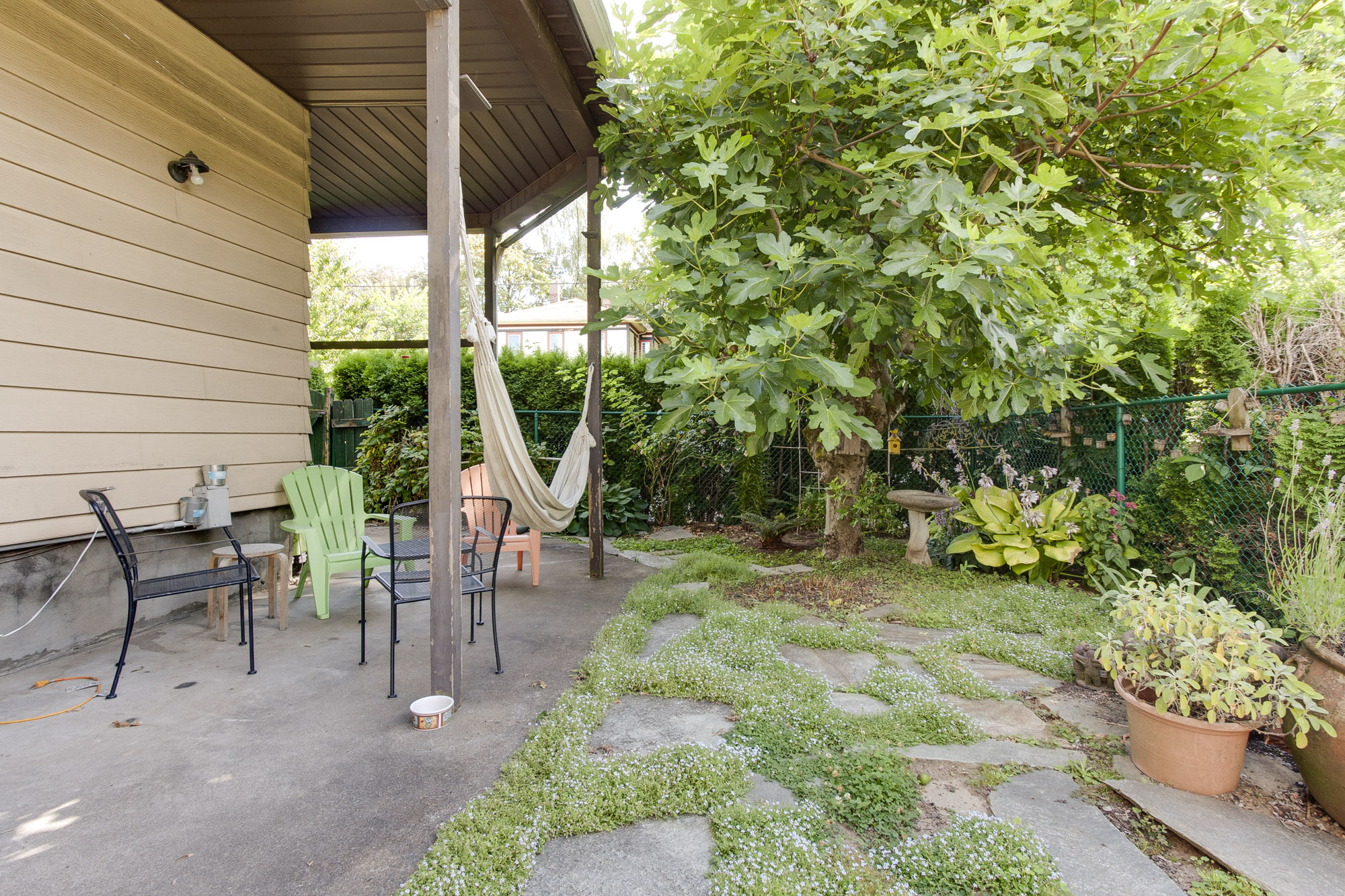 Upper floor patio outdoor space