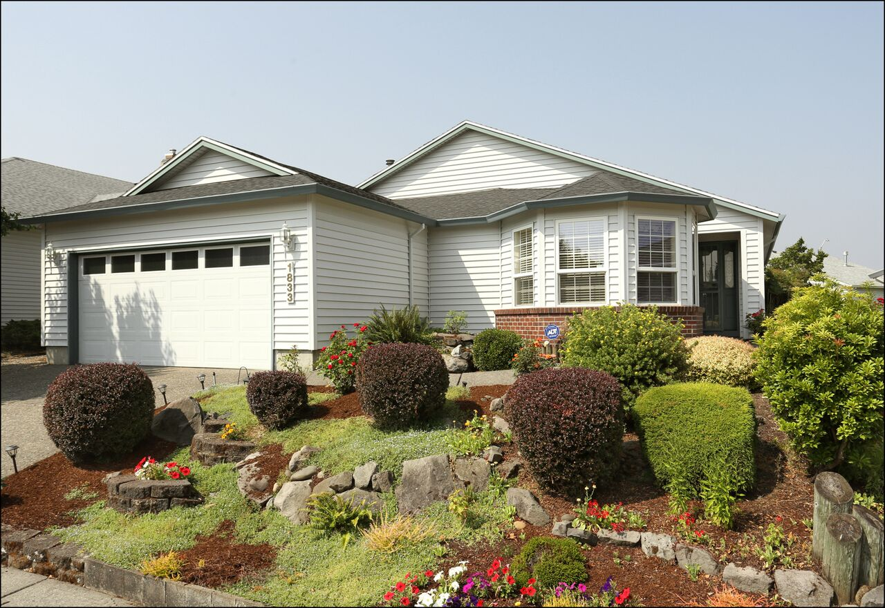 1833 NE 150th Ave.  - Bright and Spacious Summerplace Ranch!  SOLD for $380,000