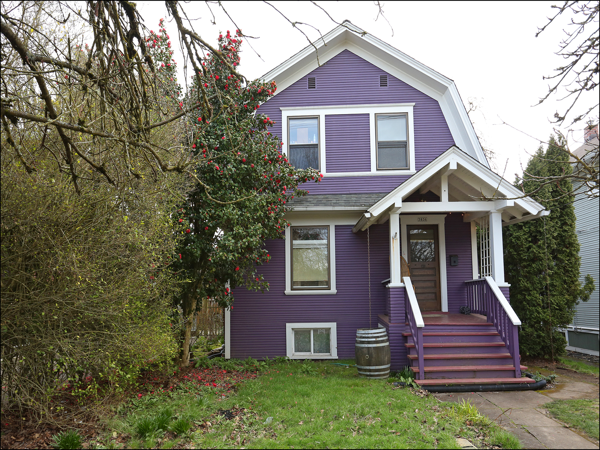 3836 SE Yamhill  - Great opportunity with this wonderful Dutch Colonial in Sunnyside!  $499,900 - SOLD!