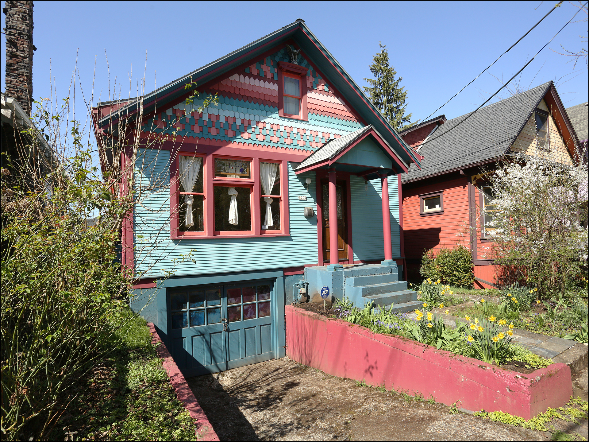 1229 SE 34th Ave.  - Lovely Victorian in Sunnyside.  $519,000 -  SOLD!