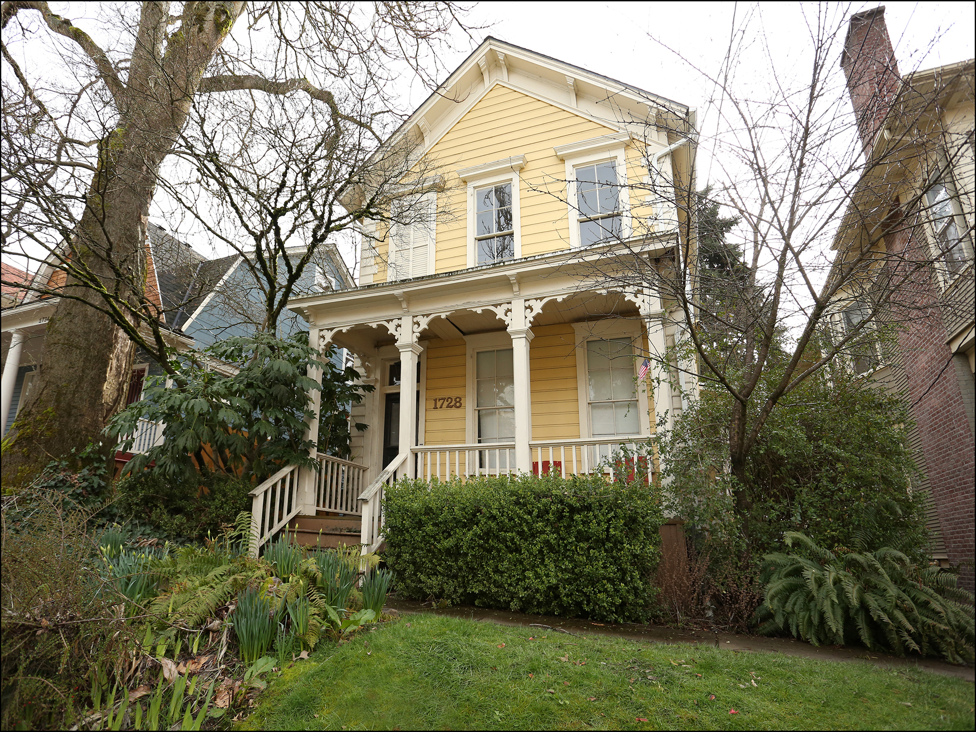 1728 SE Belmont St.  - Wonderful Queen Anne Victorian triplex with huge lot! -  $750,000- SOLD!