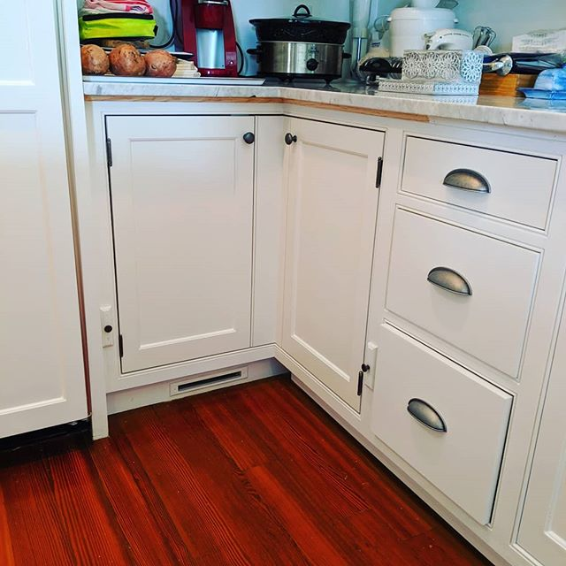 Exciting kitchen cabinet modifications we did in Concord. Part of many projects on this house over the summer. Changed this two door two cabinet set up into something more useful. Now with double doors and pullouts it's much more user usable.