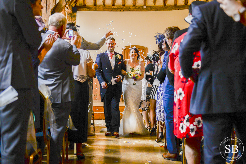 winters barn-wedding-confetti-photography